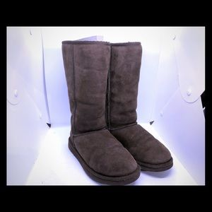 Ugg women's Size 7 Tall Brown Classic Boots